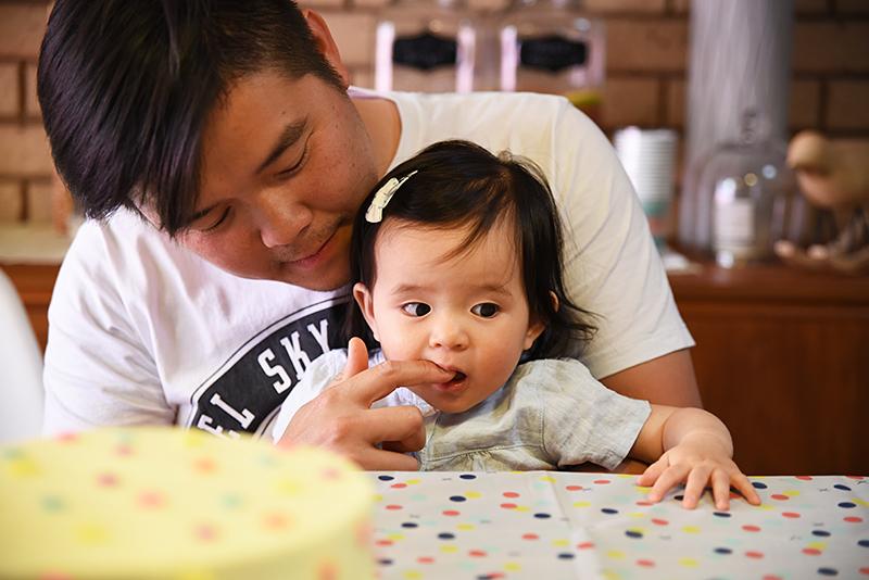 naomi-eats-cake